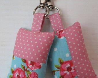 Set of 2 fabric key (number 169) shabby rose / turquoise