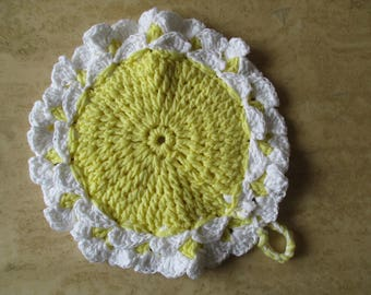 This oven Mitt, Potholder, white and yellow crochet, mothers