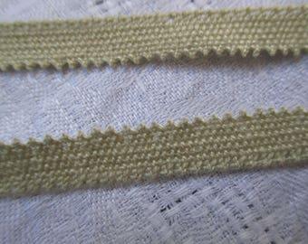 2 m Ecru lace from le puy en velay