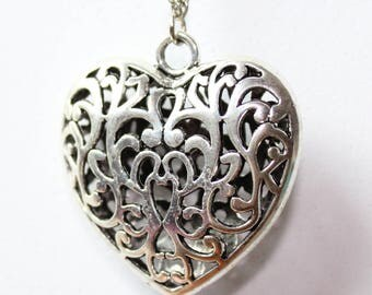 Silver Heart Necklace, knots and beads - color Metal