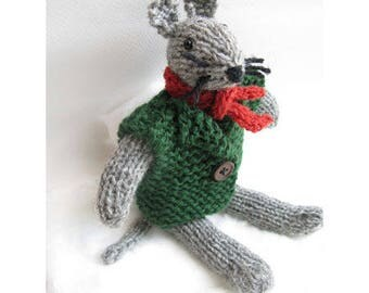 Kit knitting to knit this cute mouse with his green jacket and red scarf / creative Kit DIY