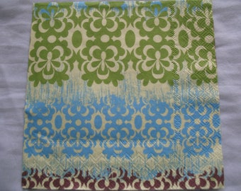 DECORATIVE DAISY CHAIN GREEN TOWEL