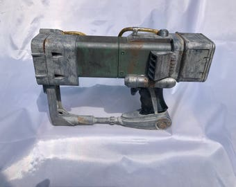 Fallout Laser Pistol  Full Size 3D printed and painted