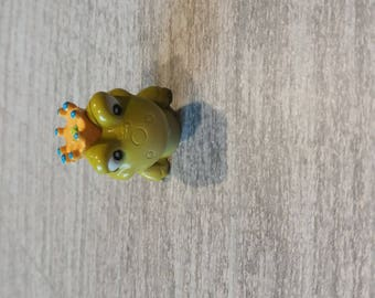 Nice subject was put on Toad head a Crown