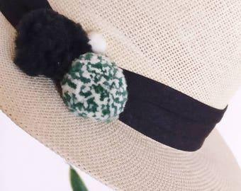 Classic straw hat with pom pom