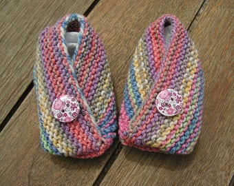 """Baby girl booties wool and buttons """"Liberty"""""""