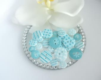 Set of 28 plastic buttons