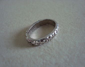 Oval silver coloured metal ring