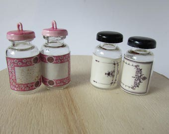 Set of 2 glass jars and plastic plugs