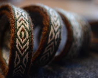 Tablet woven woolen belt / Brown, white, green / Geometric pattern / Card weaving techinque / Medieval clothing / 20 mm woven strap