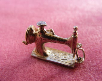 H) Vintage Sterling Silver Charm Sewing machine