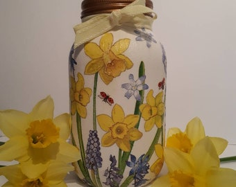 Daffodil vase, potpourri or storage jar.