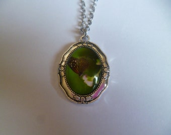 Necklace and pendant cabochon