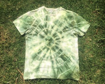 Tree ring tie dye tee in green