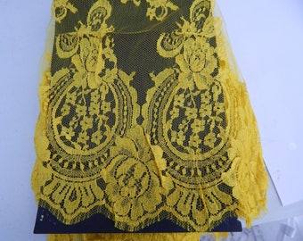 A3robe de cocktail dentelle de calais couleur jaune largeur 110cmts coupon 5mts prix60usd/mt
