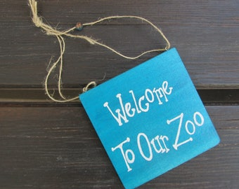 Welcome to our Zoo - Handpainted Text Sign on wood - Home and wall decoration - Pet Lover - Giftidea - Dogs and cats - Blue - Plaque - Gift