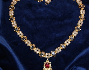 Jane Seymour Necklace with Diamonds and Pearls.