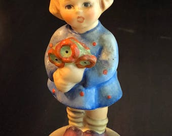 Vintage GOEBEL Germany!! 1967 Hummel Figurine .. Girl with Nosegay.. Girl with Flowers