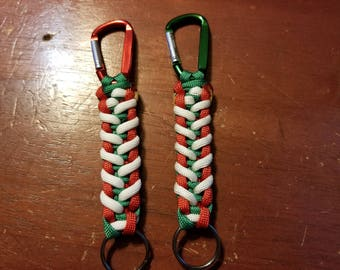 Holiday paracord keychains