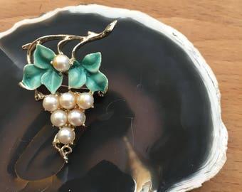 vintage brooch, vintage jewelry, grapes