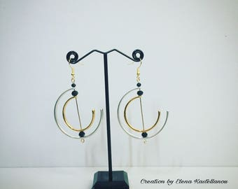 Earrings with geometric pendals