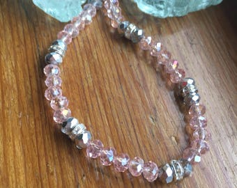 Beaded bracelet in pink and silver