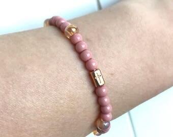 Pink bracelet with jade stone beads, rose goudkleurige bead with cross-hand made
