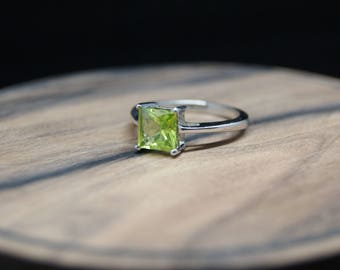 1.73ct peridot sterling silver ring