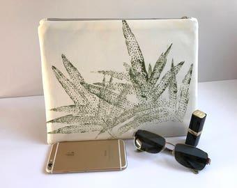 One of a kind CLUTCH, Zipper clutch purse, HAWAIIAN clutch, handprinted fabric, envelope clutch, clutch, FABRIC Clutch, Woman's Bag