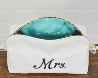 Personalized Wedding Leather Toiletry bag Leather Dopp kit Wash bag  Ladies Travel Cosmetic Case Make Up Women Tie the Knot Proposal Marry