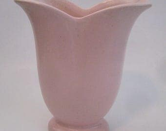 Vintage Pink Red Wing Tulip Vase #999, soft pink tulip vase, USA collectible pottery, shabby chic, cottage style,