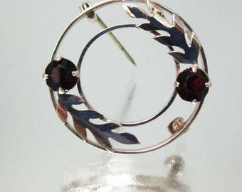 9kt Gold Garnet leaf Circle Pin Brooch 9ct