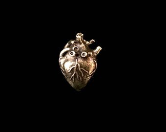 3D Anatomical Human Heart Pendant - Antiqued Brass Plated (1x) (K626-E)