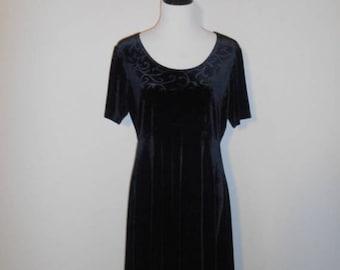 Closing shop SALE 40% off Vintage 90's black velvet  dress midi short       womens women clothing clothes