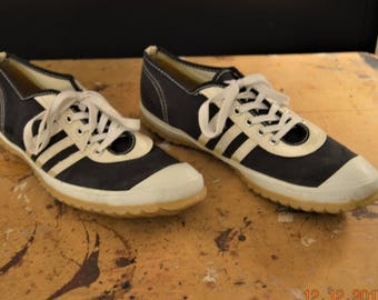 70s La Crosse sneakers shoes,Men's size 6,Women size 7.5 -8 ,Made in USA,with Indian Arch and Cushion Heel Comfort