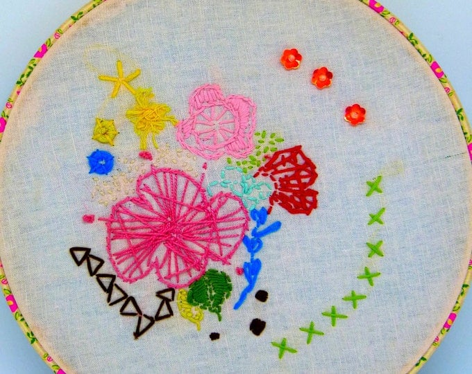 Embroidery hoop art. contemporary embroidery. Wall Art - Hand Made - Sing