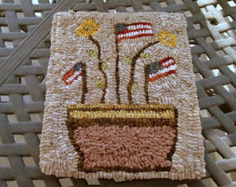 Saluting Sunflowers Primitive Hooked Rug, Pattern by Lori Brechlin
