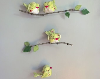 Green birds mobile/ Petit mobile oiseaux vert et rose