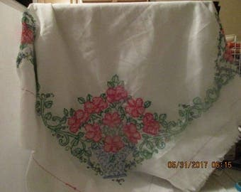 CHIC Hand Sewn Tablecloth with Floral Basket