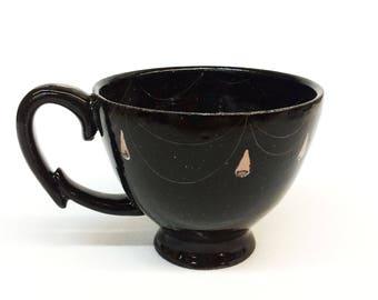 Black mug ¿Qué es la vida? What is life?