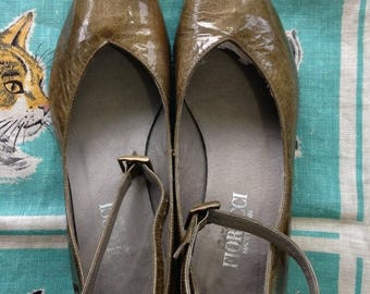 S a l e Vintage 1990's Fiorucci green patent pointy ankle strap mary janes EU 36