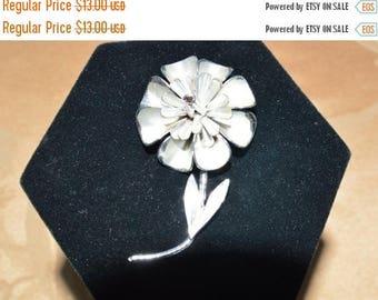 On sale Pretty Vintage Silver tone Floral Brooch