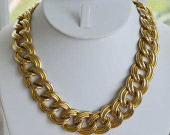 "ON SALE Pretty Vintage Bold Link Gold tone Chain Link Necklace  17-1/2"" (K15)"