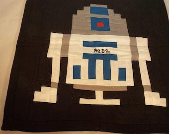 R2D2 Miniature Quilt~Pieced R2D2 Quilt Mat~Wall or Table R2D2