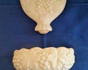 White Ceramic Wall Pocket/Lavabo