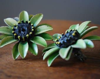 vintage green enamel flower earrings - black centers - 1940's - clip on - retro - mod