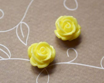 free UK postage- pack of 10 Yellow Resin Flower Cabochons 12 mm