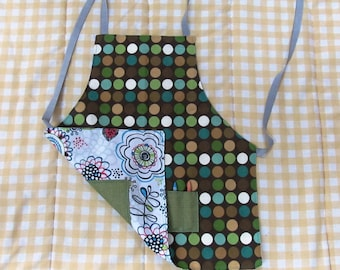 child's arts and crafts apron, youth craft apron with pockets, kids reversible art apron, girls art and craft apron, flowers and dots apron