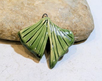 pendentif feuille de ginkgo biloba vert - céramique artisanale