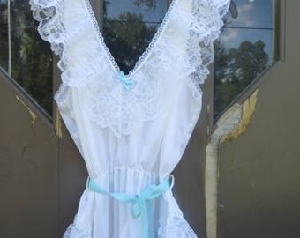 vintage Babydoll Nightgown  onesie   / Short camie  Nightie babydoll  bombshell sexy  white nylon and lace sz large 20